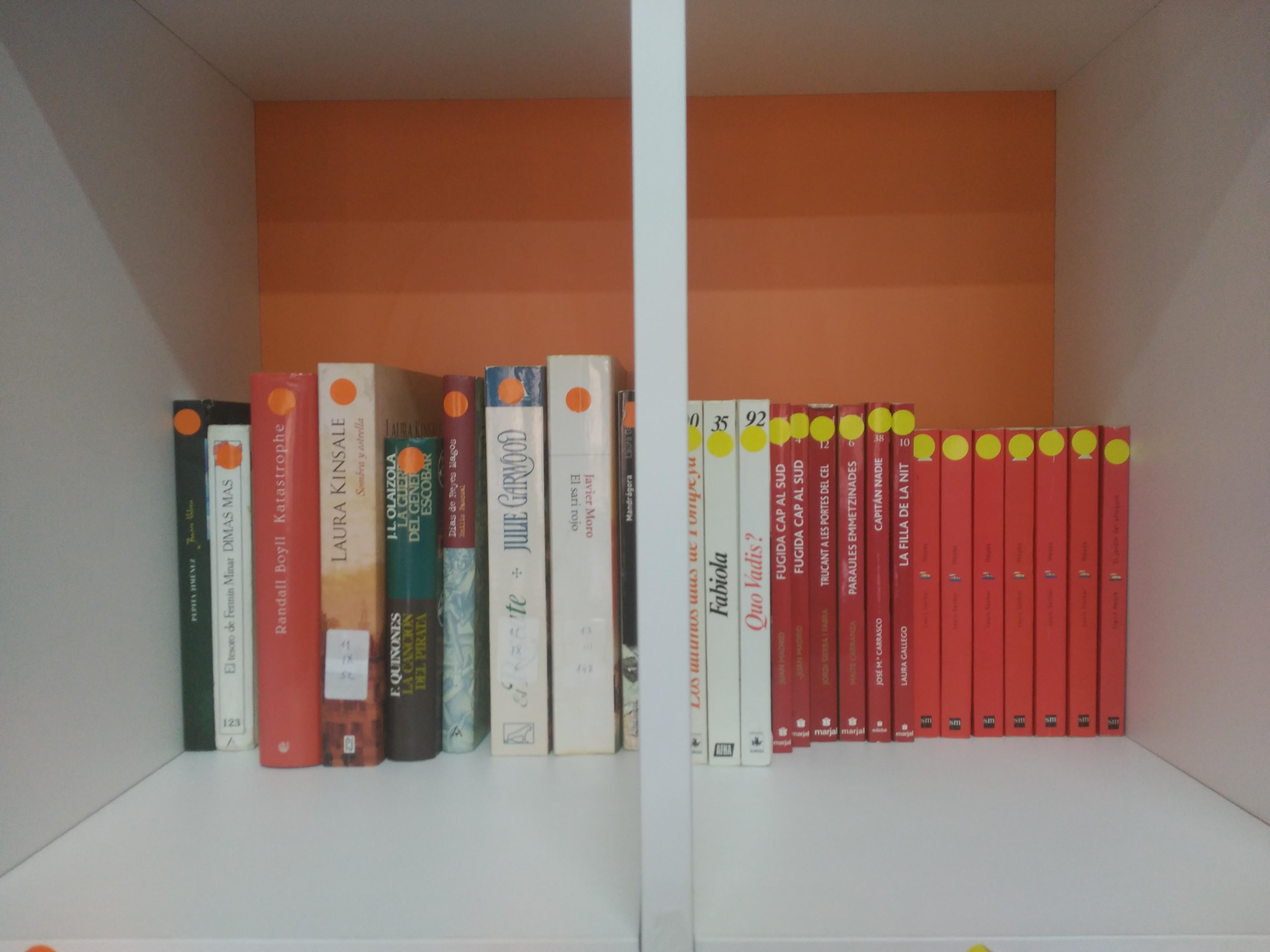Campaña de donación de libros sala Ágora