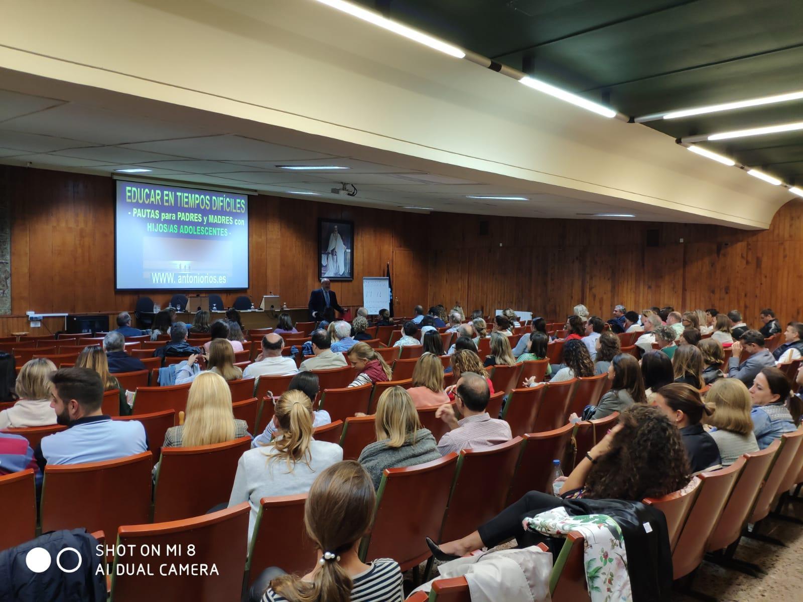 """Resumen de la ponencia de Antonio Ríos, """"Educar en tiempos difíciles"""""""